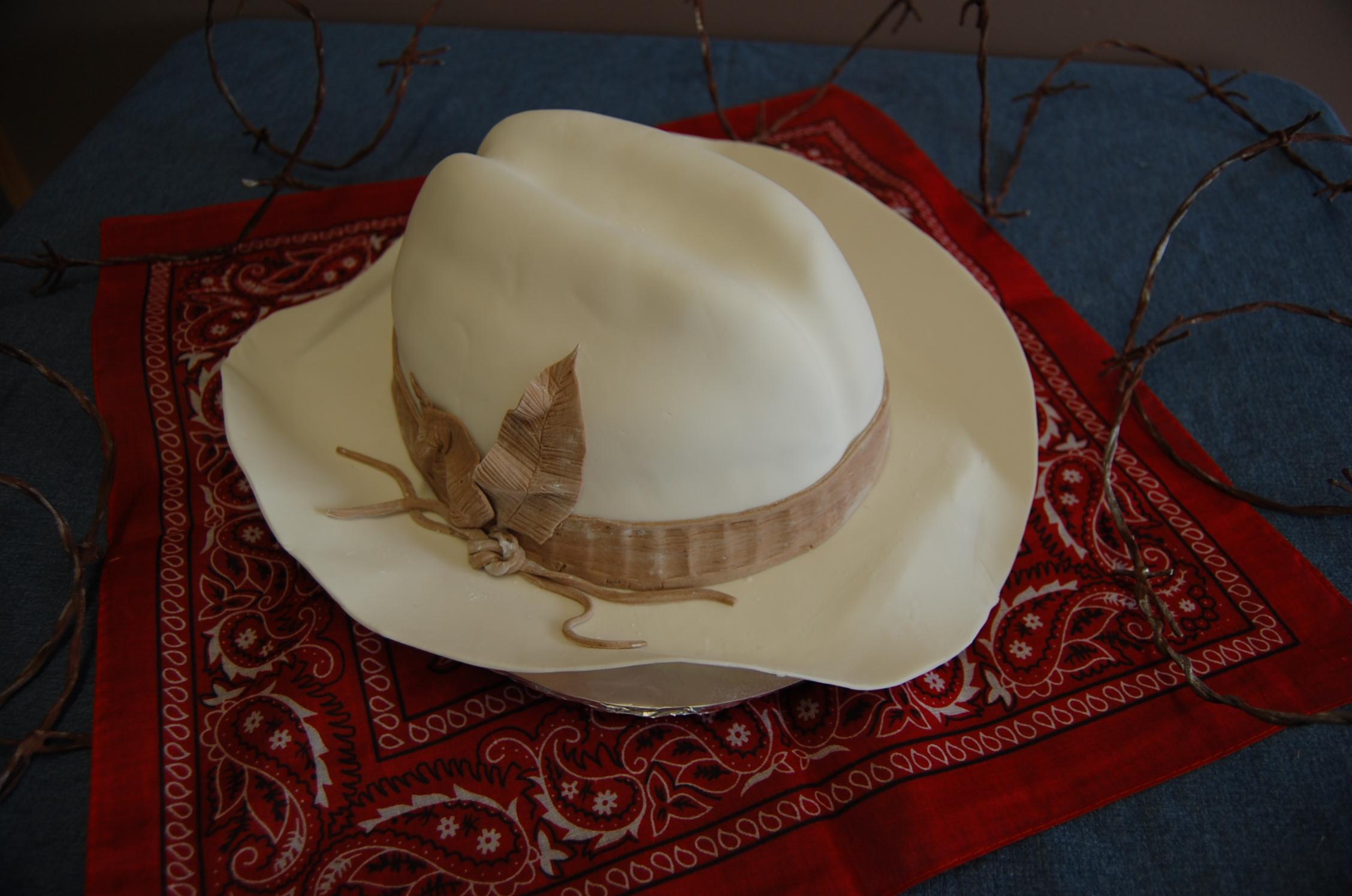 Beautiful fresh flowers on wedding cakes - Cowboy Hat Cake Amp Wedding Cake Let S Get Cooking